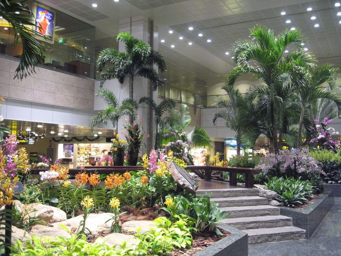 1280px-Changi_Airport,_Terminal_2,_Restricted_Area_9
